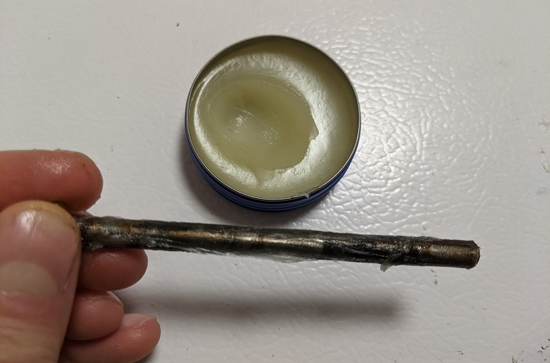 hinge pin coated in petroleum jelly
